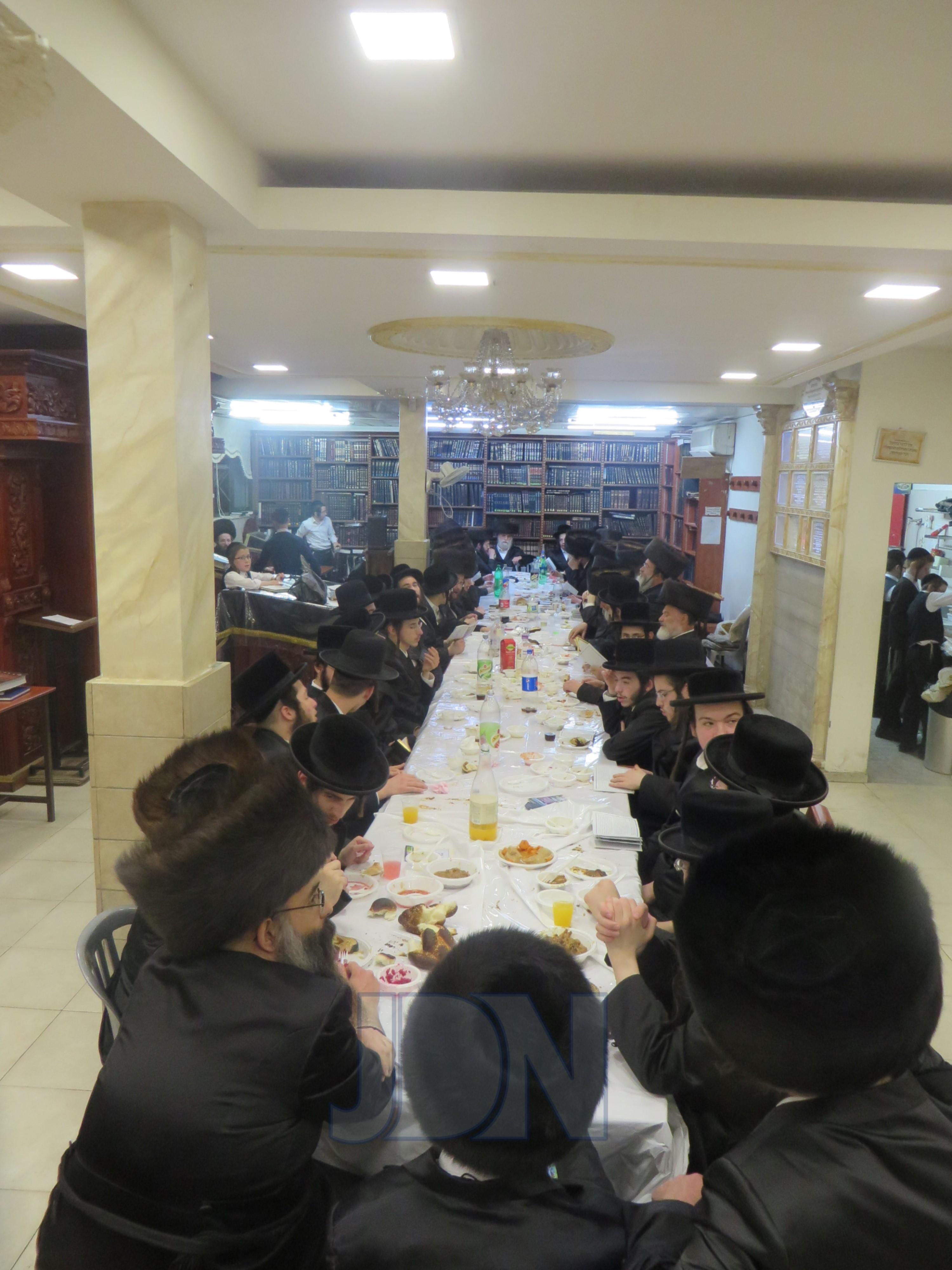 """סעודת מלוה מלכה בקאלאשיץ לרגל היארצייט של האדמו״ר הרה""""ק רבי יענקאלע מפשעווארסק זי""""ע"""